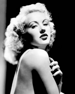 Betty Grable exibe os ombros nus